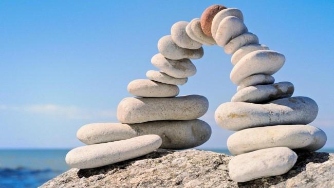 kantrybe-akmenys-balti