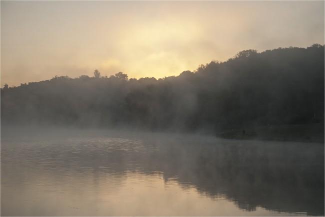 Ežeras rūkas vasara